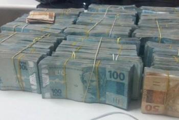 Imagem Polícia Militar apreende R$ 151 mil em espécie em Umuarama durante patrulhamento