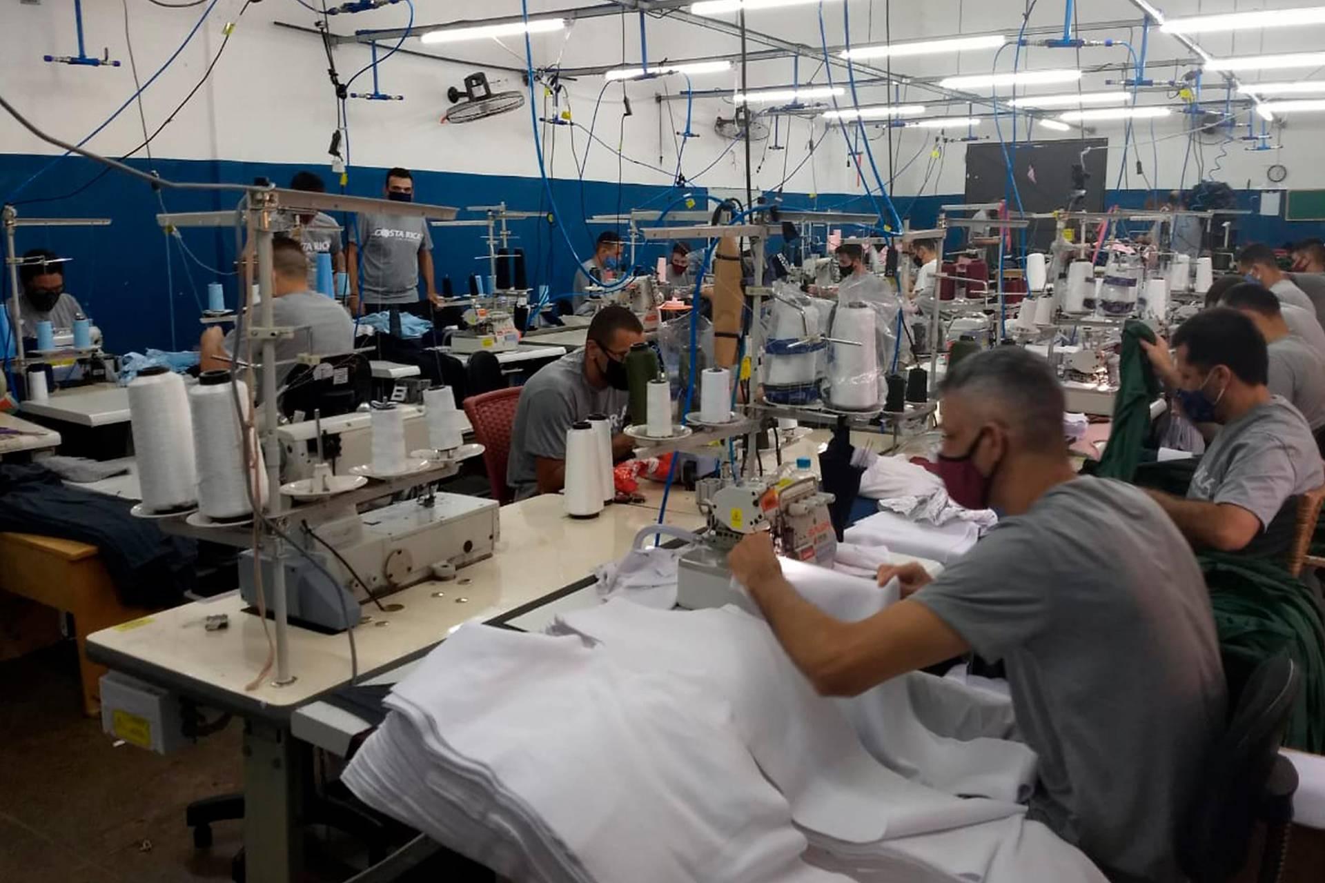 Imagem Paraná tem 7,3 mil presos trabalhando e é destaque nacional nesse segmento